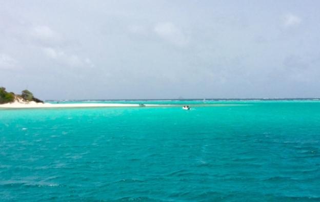 PD1 heading ashore, Baradol Island, Tobago Cays