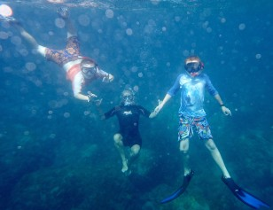 Hamming it up for the underwater camera, Bequia