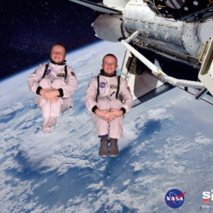 Ronan & Ryan, zero gravity in the Space Shuttlle, 12-17