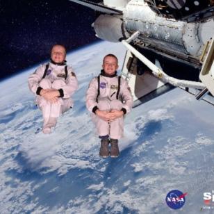 Ronan & Ryan, zero gravity in the Space Shuttlle, 12-17