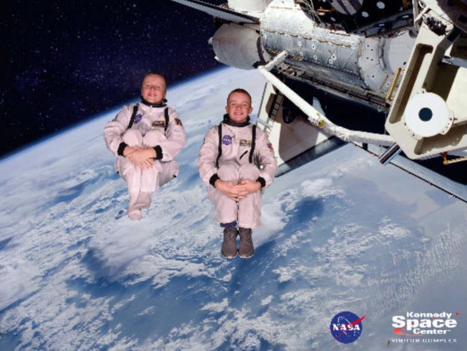 Ronan & Ryan, zero gravity in the Space, 12-17   pilotsdiscretiondotcom