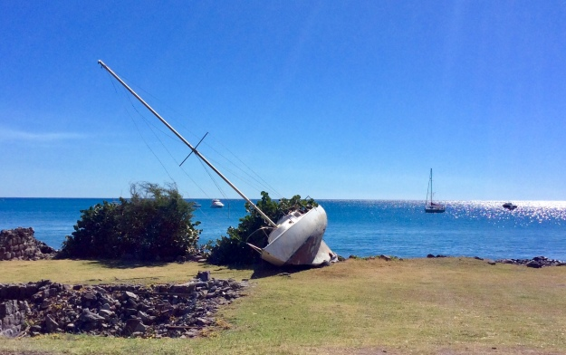 Grounded sailboat, St. Eustatius (2018), Piltots' Discretion anchored in the background