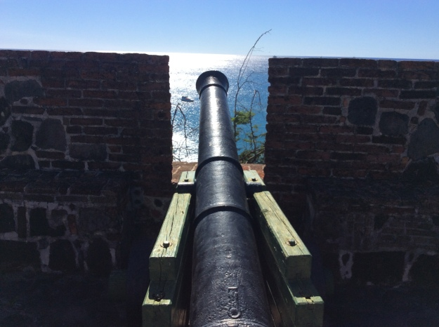 Cannon, Fort Oranje, St. Eustatius (Dutch Caribbean), Pilots' Discretion on the left in the bay below