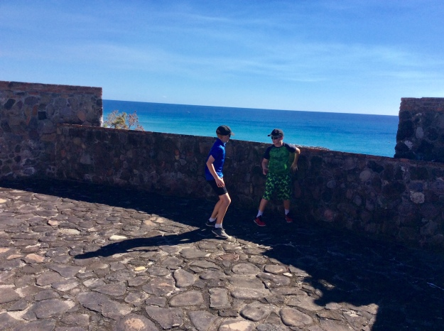 Ryan & Ronan running around Fort Oranje, St. Eustatius (Dutch Caribbean) (2018)