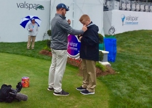 Ronan gets microphoned up on the 18th hole at the 2019 PGA Valspar Championship